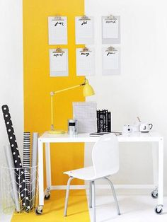 Get inspired to redecorate your home with all yellow decor and design ideas. 25 all yellow modern design ideas for anywhere within your home. Yellow Wall Decor, Yellow Walls, Yellow Accents, Yellow Rooms, Bedroom Yellow, Yellow Home Decor, Yellow Black, Color Yellow, Home Office Design