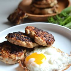These Caramelized Fennel & Date Chicken Sausage Recipe is a naturally sweet breakfast meat that is easy to make and perfect for your or paleo life! Breakfast Meat, Whole 30 Breakfast, Sweet Breakfast, Breakfast Sausages, Breakfast Time, Paleo Whole 30, Whole 30 Recipes, Real Food Recipes, Healthy Recipes