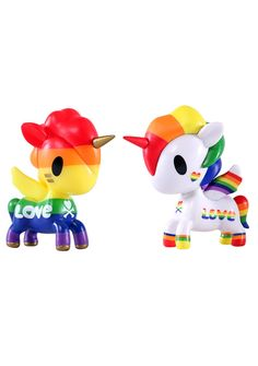 Tokidoki Unicorno 2PK Rainbow Set cuz love wins everytime, bb! This supa special Unicorno set of vinyl toys feature a 2-pack of adorable unicorns with contrasting rainbow and love designs that celebrates pride in the most kawaii way ever.