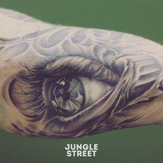 Realistic eye tattoo #junglestreet