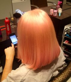 Bleach London Rosè Awkward Peach Short style, smooth & shiny