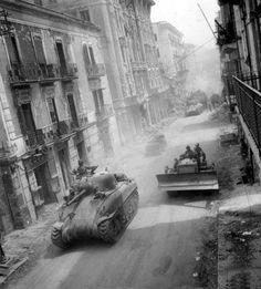 US Fifth Army M4 Sherman medium tank, bulldozer, and other vehicles head toward Gaeta and Itri, Formia area, Italy, 19 May 1944 ======================== США-й армии М4 Шерман среднего танка, бульдозер, и другие транспортные средства направиться Гаэта и Itri, Формии области, Италии, 19 мая 1944