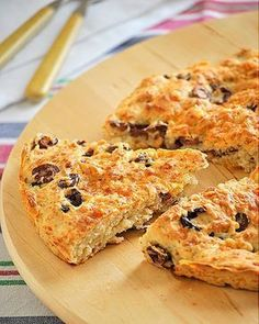 More like a scone. Made with self-rising flour. Greek Recipes, Veggie Recipes, Vegetarian Recipes, Cooking Recipes, Olive Bread, Greek Cooking, Greek Dishes, Savoury Cake, Street Food