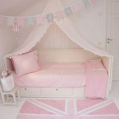 Girlsroom, flickrum, barnerom, bunting, vimplar, pastel, pastell, lorenacanals…