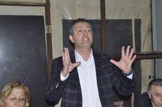 Bozcaada Belediye Başkanı Hakan Can Yılmaz, CHP İl Kadın Kolları Başkanı Nurcan Bingöl ve CHP Merkez İlçe üyeleri Çanakkale Merkez`e bağlı Serçeler Köyü`nde `Neden Hayır` denilmesi konusunda çalışma gerçekleştirdi.