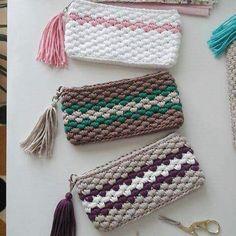 Marvelous Crochet A Shell Stitch Purse Bag Ideas. Wonderful Crochet A Shell Stitch Purse Bag Ideas. Crochet Wallet, Crochet Pouch, Crochet Gifts, Diy Crochet, Crochet Stitches, Crochet Backpack, Crochet Keychain, Crochet Handbags, Crochet Purses