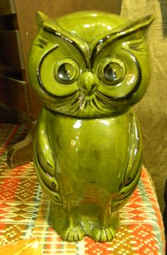 In the 1970s, when avocado greens and harvest golds were the rage, so were owls & other foresty motifs. Owl banks, cookie jars, canisters, mugs & wall hangings swept through America's homes. The '70s answer to the 50's Flamingo, both are now collectable.