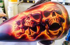 Custom Motorcycle Paint Jobs, Custom Paint Jobs, Air Brush Painting, Car Painting, Airbrush Skull, Harley Davidson Images, Airbrush Designs, Motorcycle Tank, Skull Artwork