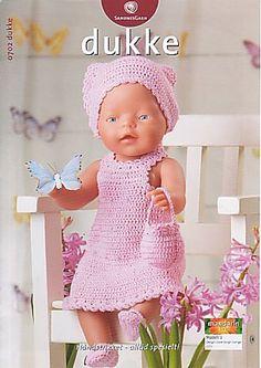 """: Passer til dukker på cm.Materialer: """"Mandarin Petit bomuld, 50 g = 180 m): 100 g rosa nr. 1 knap til kjole, 2 små knapper til Knitting Dolls Clothes, Crochet Baby Clothes, Knitted Dolls, Crochet Dolls, Knitting For Kids, Baby Knitting Patterns, Baby Born Kleidung, Preemie Crochet, Baby Born Clothes"""