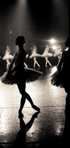 Seen from the wings ♥ Wonderful! www.thewonderfulworldofdance.com #ballet #dance