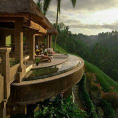 Viceroy Bali is a 5 star boutique hotel in Ubud, Indonesia featuring luxury private pool villas, fine dining restaurant and spa with amazing tropical valley views. All about this.