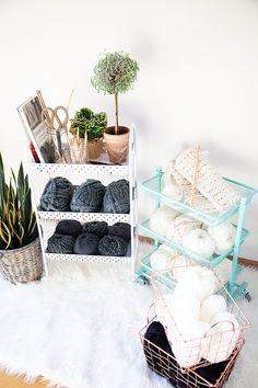 69 Ideas craft room organization fabric products for 2019 Yarn Organization, Bedroom Organization Diy, Small Space Organization, Craft Room Storage, Home Office Organization, Diy Yarn Storage Ideas, Space Crafts, Home Crafts, Knitting Room