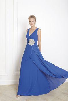 Vestidos de fiesta, vestido largo color azul y motivo floral en cintura