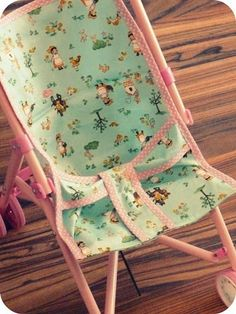 Puppenbuggy Bezug selbst gemacht - Baby Spielzeug , Doll buggy cover made by yourself Source by blubberin. Sewing For Kids, Baby Sewing, Diy For Kids, Easy Projects, Sewing Projects, Hobbies For Kids, Little Doll, Baby Born, Crafts For Girls
