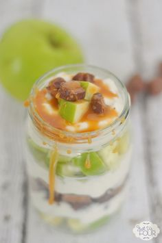Get ready for apple season with this amazing caramel apple parfait. It is the perfect make ahead dessert for fall. #CreativeBuzz