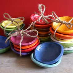 Bright wobbly plates with stencilled patterns. Perfect for spices and mise en place. Ceramic Clay, Porcelain Ceramics, Ceramic Bowls, Ceramic Pottery, Clay Clay, Wooden Bowls, Sweet Little Things, Clay Bowl, Plates And Bowls