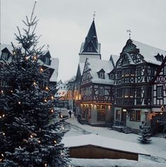 Idstein at Christmas time - Hesse, Germany (by Lutz Koch). Beautiful travel destinations around the world. Oh The Places You'll Go, Places To Travel, Places To Visit, Christmas Aesthetic, Adventure Is Out There, Winter Scenes, Germany Travel, Belle Photo, Travel Around