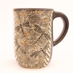 Patrticia Griffin is a ceramic artist making vessels, wall-hangings and functional pottery with etched designs that look like woodcuts and scrimshaw. Visit her studio in a converted one-room schoolhouse in Cambria, Ca.