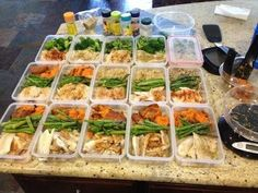 Meal prepping to lose weight after baby.. love these clean recipes for postpartum weightloss.
