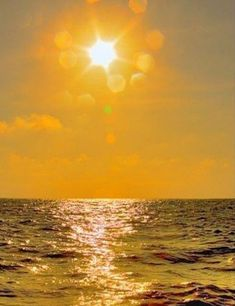 Sunrise over the ocean Comment Bronzer, Beautiful Sunrise, Beautiful Ocean, Mellow Yellow, Yellow Sky, Beautiful World, Beautiful Pictures, Scenery, Around The Worlds