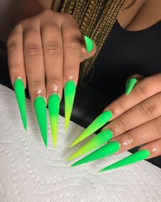 Image in GHetto Nails🖤 collection by Quo. Aycrlic Nails, Bling Nails, Swag Nails, Stiletto Nails, Stylish Nails, Trendy Nails, Casual Nails, Perfect Nails, Gorgeous Nails