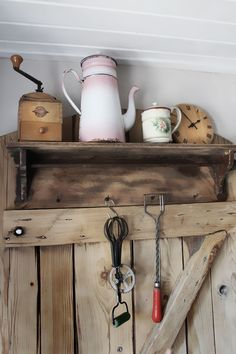 Nun ist sie fast fertig meine kleine nostalgische Küche. Ich weiß nicht, ob wir es je schaffen werden diese alte immer noch in Mannsfeld stehende Küchenhexe abzuholen. Daraus wollte ich mir einen S...