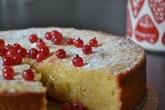 valkosuklaa-mutakakku Food N, Good Food, Food And Drink, Yummy Cakes, No Bake Cake, White Chocolate, Cake Recipes, Cake Decorating, Cheesecake