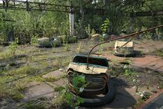 Bumper car ride in the amusement park in central Pripyat, it was to be opened on the May 1st celebrations of 1986, five days after the accident. (Image credits:hanszinsli via: BoredPanda)