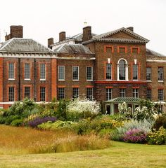 News and photos of the renovated Kensington Palace apartment, home to Kate and William, the Duke and Duchess of Cambridge, and Prince George. Kensington Palace Apartments, Kensington Palace Gardens, Lady Diana, Kate Middleton, Norfolk, Palais De Buckingham, Prinz William, English Royal Family, Royal Residence