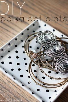 DIY Polka Dot Plate (a great gift idea!)    http://thehuntedinterior.blogspot.com/2012/12/diy-polka-dot-plate-great-gift-idea.html