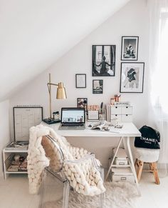Cozy chic home office – Nora K. Cozy chic home office – Home Office Design, Home Office Decor, Home Interior Design, Home Decor, Office Ideas, Cozy Office, Desk Ideas, Office Decorations, Desk Office