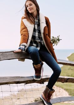 madewell home-for-the-holidays outfit idea: shearling car coat worn with the oversized boyshirt, skinny skinny jeans + madewell & sorel® 1964 cvs boots. #giftwell