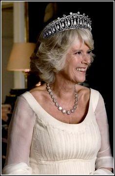 Camila Parker Bowles, Duquesa de Cornwall luciendo la Tiara Cambridge.