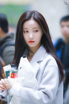 what a stunning woman yeonwoo is i just love her so much Kpop Girl Groups, Korean Girl Groups, Kpop Girls, Nayeon, Cute Girls, Cool Girl, Beautiful Japanese Girl, Dahyun, Pretty Asian