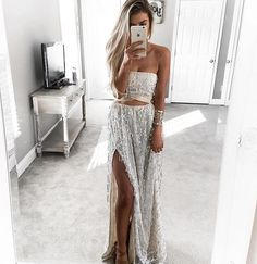 Tag a friend who would wear this @kelsrfloyd #howtochic #ootd #outfit
