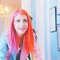 Hayley Williams Half Pink Half Orange Hair Pink And Orange Hair Pink Hair Half And Half Hair