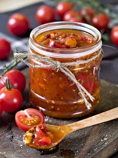 Tomato and Bacon Jam Recipe Homemade Barbecue Sauce, Barbecue Sauce Recipes, Sauce Tomate Thermomix, Oven Dried Tomatoes, Sauce Bolognaise, Bacon Jam, Czech Recipes, Canning Recipes, Vegan Recipes