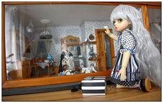 Lokking_into_Dollhouse   von Kaeferchens Puppenwelt