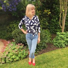 Finished my Ella Blouse in time to enjoy the sun. I love this top Sew Over It, Enjoying The Sun, Dressmaking, Sewing Projects, Sewing Patterns, It Is Finished, Blouse, Instagram Posts, How To Make