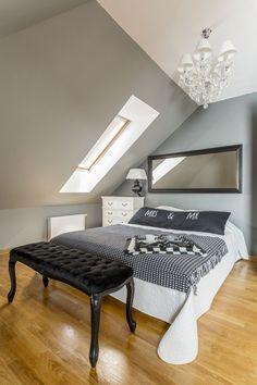 Unterm Dach zu wohnen, stellt so manch einen vor große Herausforderungen beim Einrichten. Wir zeigen euch, worauf es bei Schlafzimmern mit Schrägen wirklich ankommt...