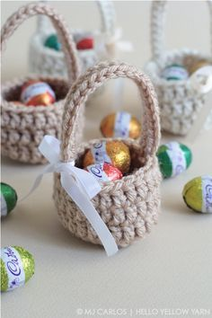 small & quick crochet easter baskets - A collection of crochet patterns, tips, supplies, amigurumi ideas and more. Crochet Easter, Bunny Crochet, Easter Crochet Patterns, Holiday Crochet, Crochet Gifts, Cute Crochet, Quick Crochet, Knitting Patterns, Easter Egg Basket