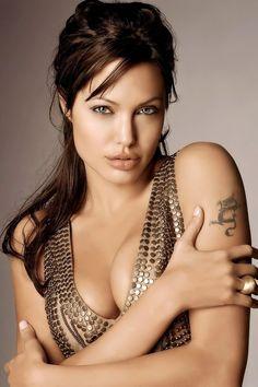 ‒⋞⭐️Angelina Jolie - ‒⋞⭐️Angelina Jolie Sie sind an der richtigen Stelle - Angelina Jolie Fotos, Angelina Jolie Pictures, Angelina Jolie Face, Beautiful Celebrities, Beautiful Actresses, Beautiful Eyes, Beautiful Women, Actrices Hollywood, Hollywood Actresses