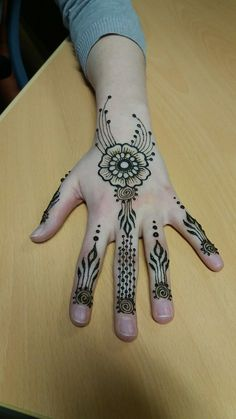 Simple and whimsical flower henna / mehndi