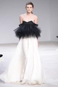 Défilé Giambattista Valli Haute Couture printemps-été 2016   https://fr.pinterest.com/disavoie11/