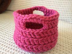 Crochet Christmas presents Last Christmas, Christmas Presents, Baby Shoes, Basket, Crochet, How To Make, Pink, Xmas Gifts, Baby Boy Shoes