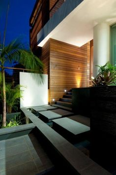 A seamless indoor/outdoor connection is at the heart of this renovation in Vaucluse, Sydney. Designed by Bruce Stafford Architects and built Contemporary Architecture, Architecture Design, Hot Tub Garden, Internal Courtyard, Internal Design, Entrance Ways, House Landscape, Facade Design, Modern House Design