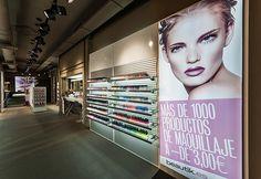 Mostrador productos maquillaje | Reforma Beautik Sants | Cristina Arnedo y Standal #standal #reformas #tiendas #retail  #locales #interior #design #comercial