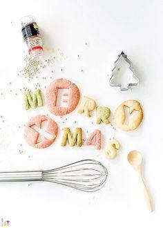 'Inverted' cookies - Buchstaben aus runden Keksen ausstechen