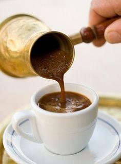 Turkish coffee time, frothy and tasty! Coffee Cafe, Espresso Coffee, Coffee Drinks, Iced Coffee, I Love Coffee, Coffee Break, Morning Coffee, Chocolate Cafe, Chocolate Fondue