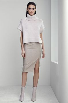 Women's Wear Daily brings you breaking news about the fashion industry, designers, celebrity trend setters, and extensive coverage of fashion week. Minimal Fashion, High Fashion, 2015 Fashion Trends, Runway Fashion, Womens Fashion, Knitwear Fashion, Look Chic, Passion For Fashion, Autumn Winter Fashion